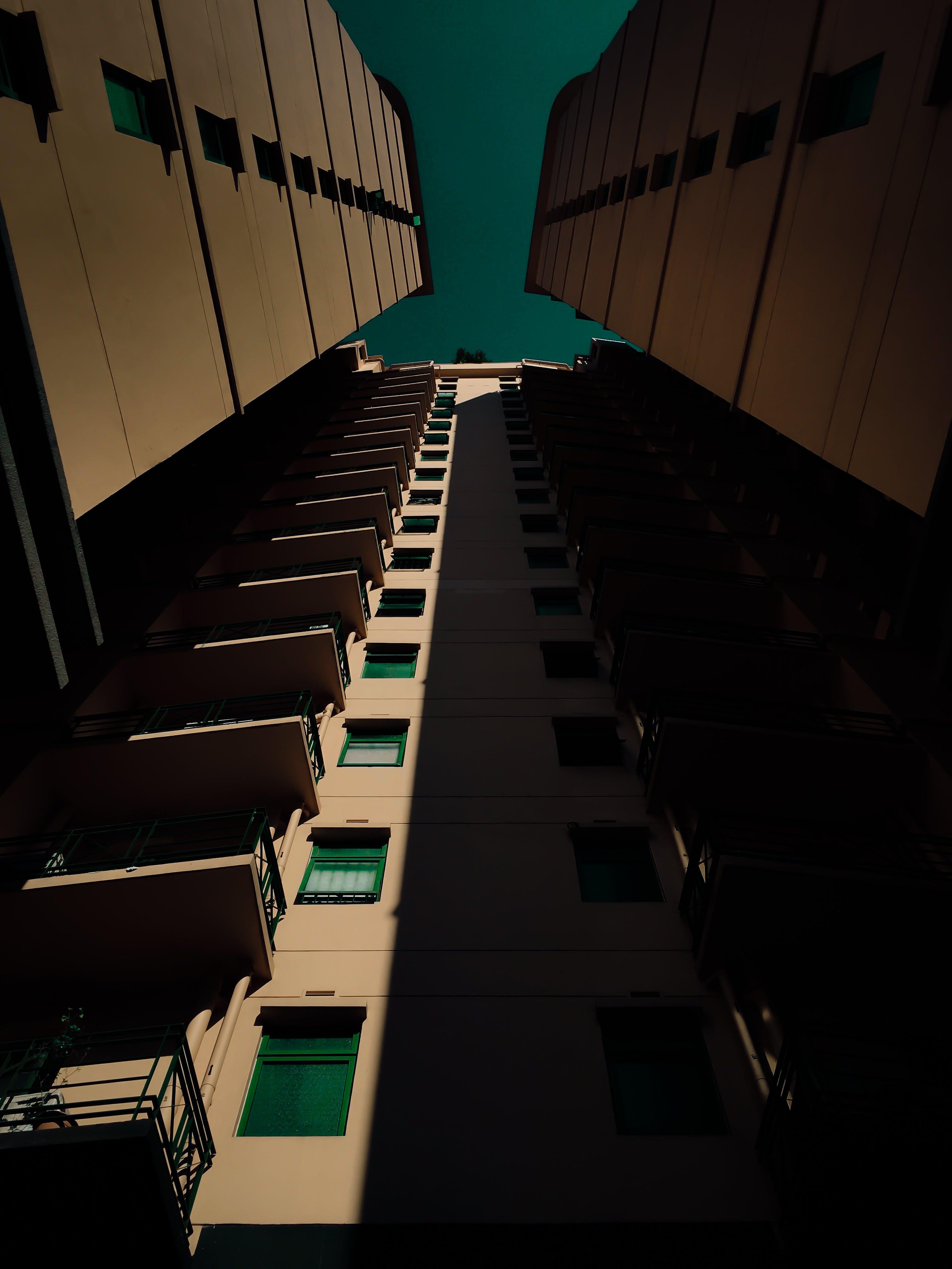 Kostenloses Stock Foto zu architektur, aufnahme von unten, gebäude, perspektive