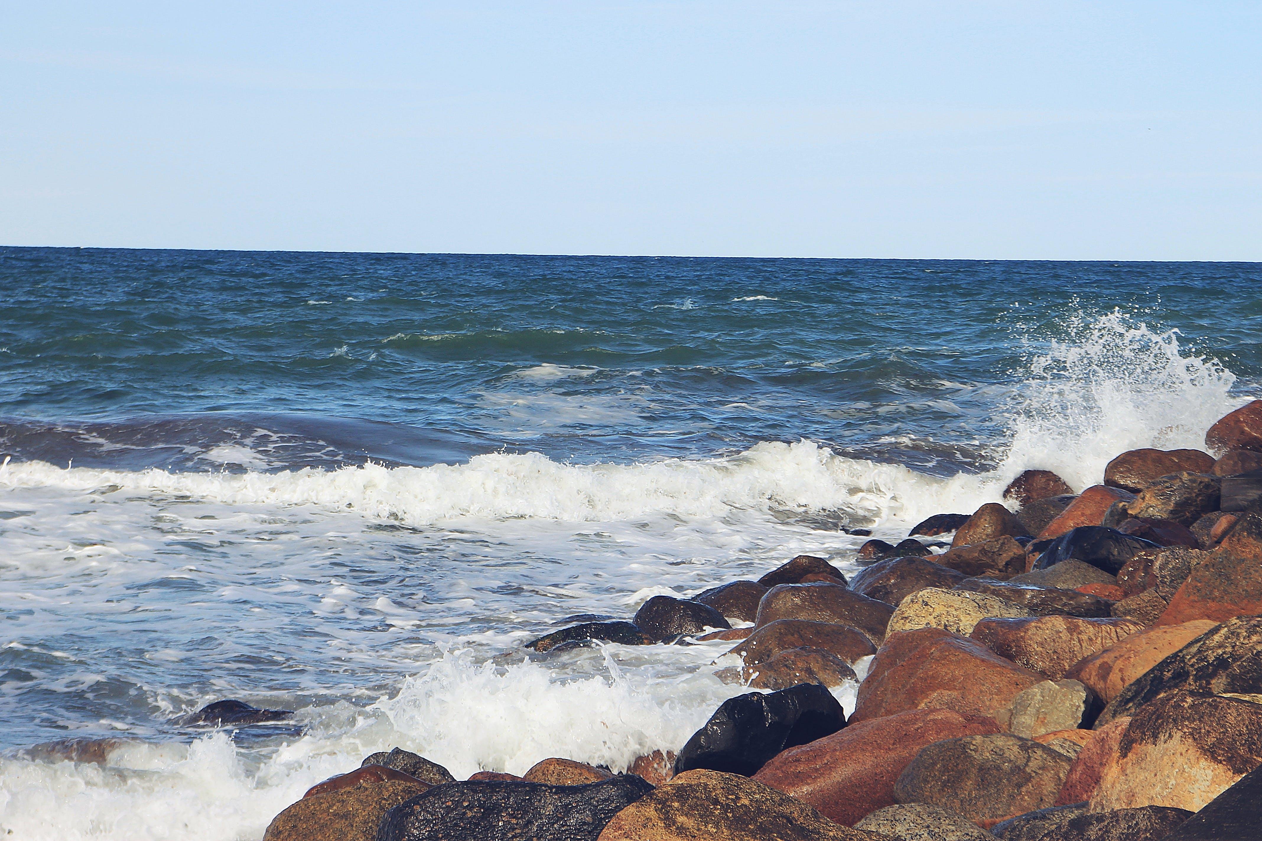 Kostenloses Stock Foto zu am meer, meer, steine, wasser