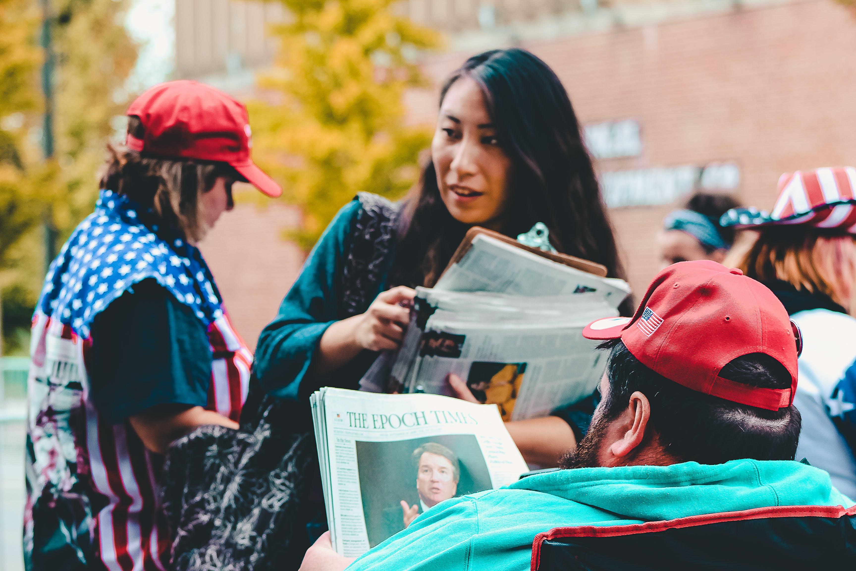 Kostnadsfri bild av dagliga nyheter, fokus, folkmassa, gata