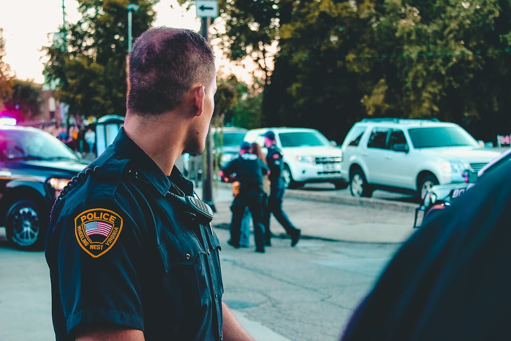 A police officer looking at the cars. | Photo: Pexels