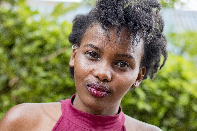 Gratis lagerfoto af afroamerikansk kvinde, ansigtsudtryk, dagslys, frisure