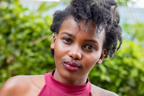 Kostnadsfri bild av afrikansk amerikan kvinna, ansiktsuttryck, dagsljus, flicka
