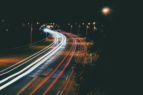 Immagine gratuita di asfalto, fasci di luce, luci, lunga esposizione