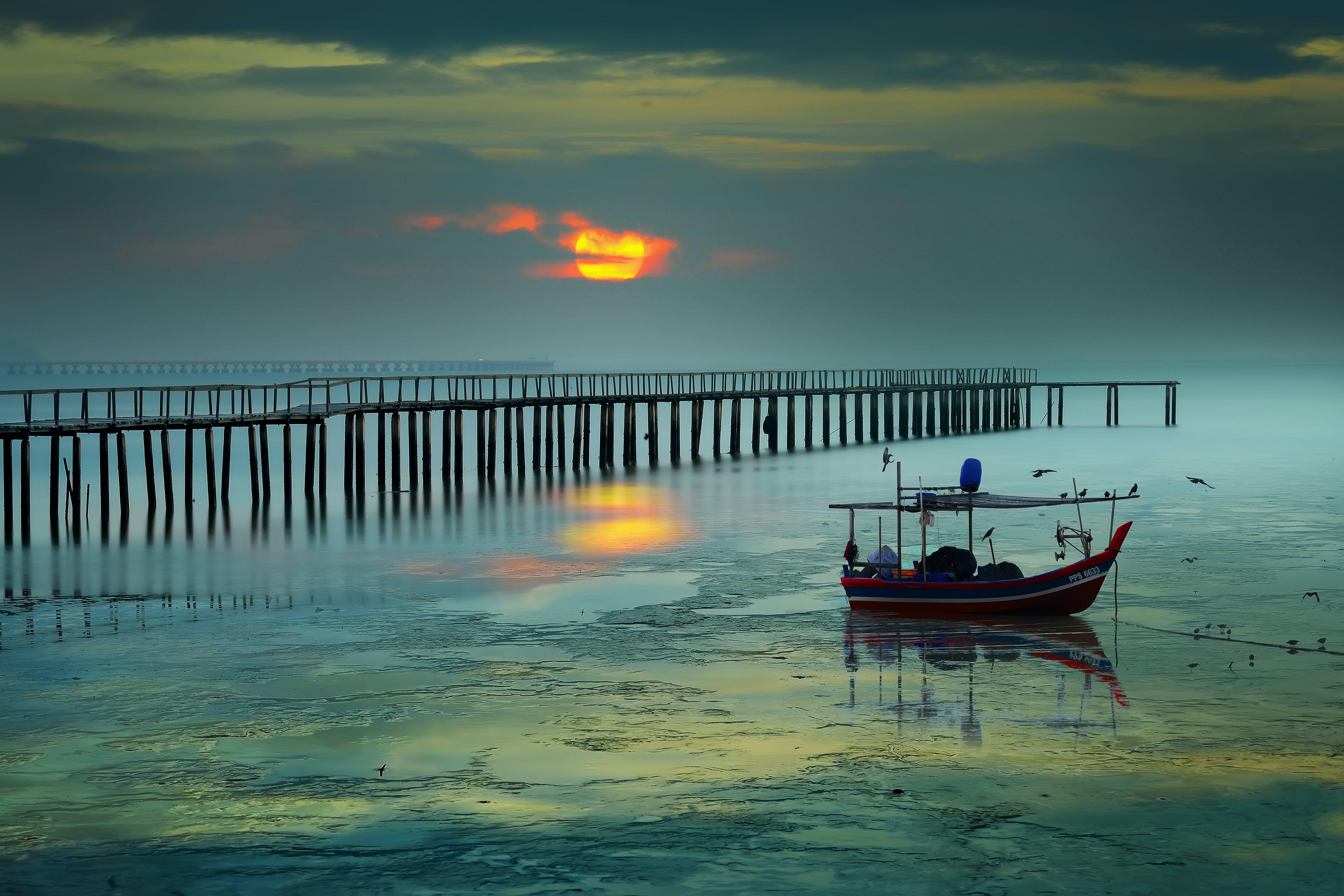 Základová fotografie zdarma na téma člun, moře, mraky, obloha
