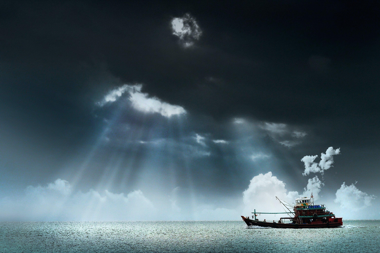 Δωρεάν στοκ φωτογραφιών με ακτίνες ηλίου, αλιευτικό σκάφος, γραφικός, θάλασσα
