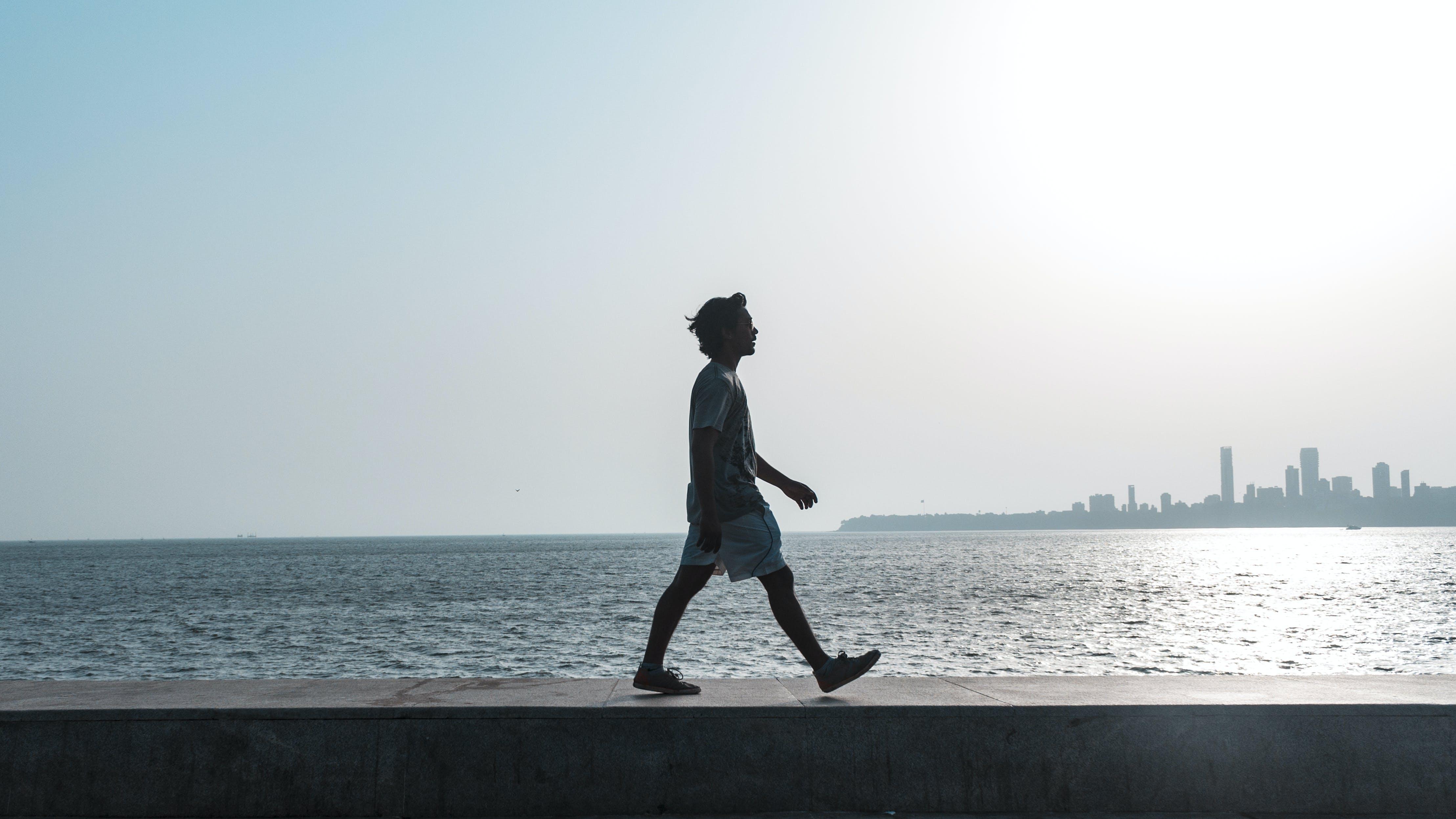 Δωρεάν στοκ φωτογραφιών με ακτή, άνδρας, δύση του ηλίου, ελεύθερος χρόνος
