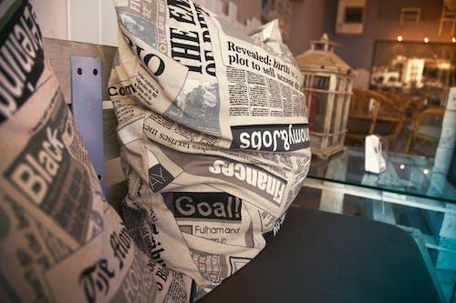 Kostenloses Stock Foto zu information, journalismus, kissen, nachrichten