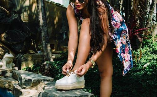 Безкоштовне стокове фото на тему «взуття, Дівчина, жінка, носити»