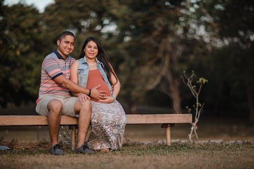 Kostnadsfri bild av bänk, bebis, familj, fokus