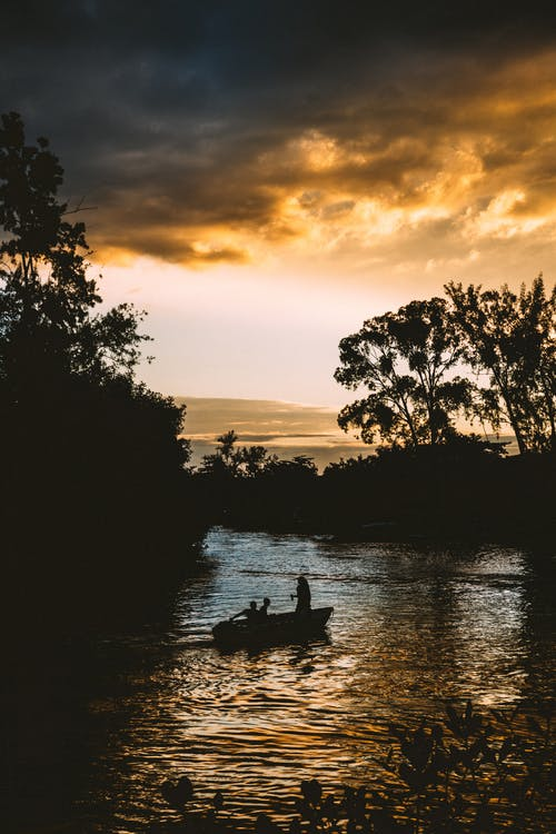 Безкоштовне стокове фото на тему «вечір, вода, вродлива, з підсвіткою»