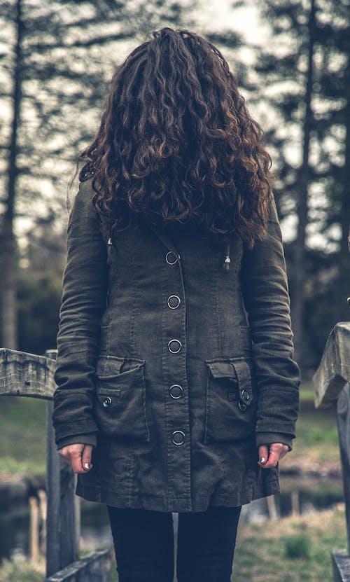 Foto profissional grátis de abrigo, adulto, agasalho, arrepiante