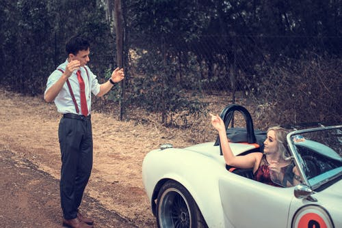 Kostnadsfri bild av bil, dagsljus, flicka, ha på sig
