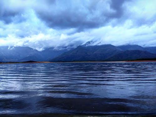 Foto d'estoc gratuïta de aigua, cel, llum del dia, mar