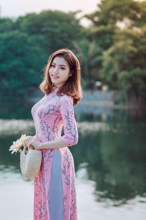 Gratis lagerfoto af afslapning, asiatisk kvinde, Asiatisk pige, blomst