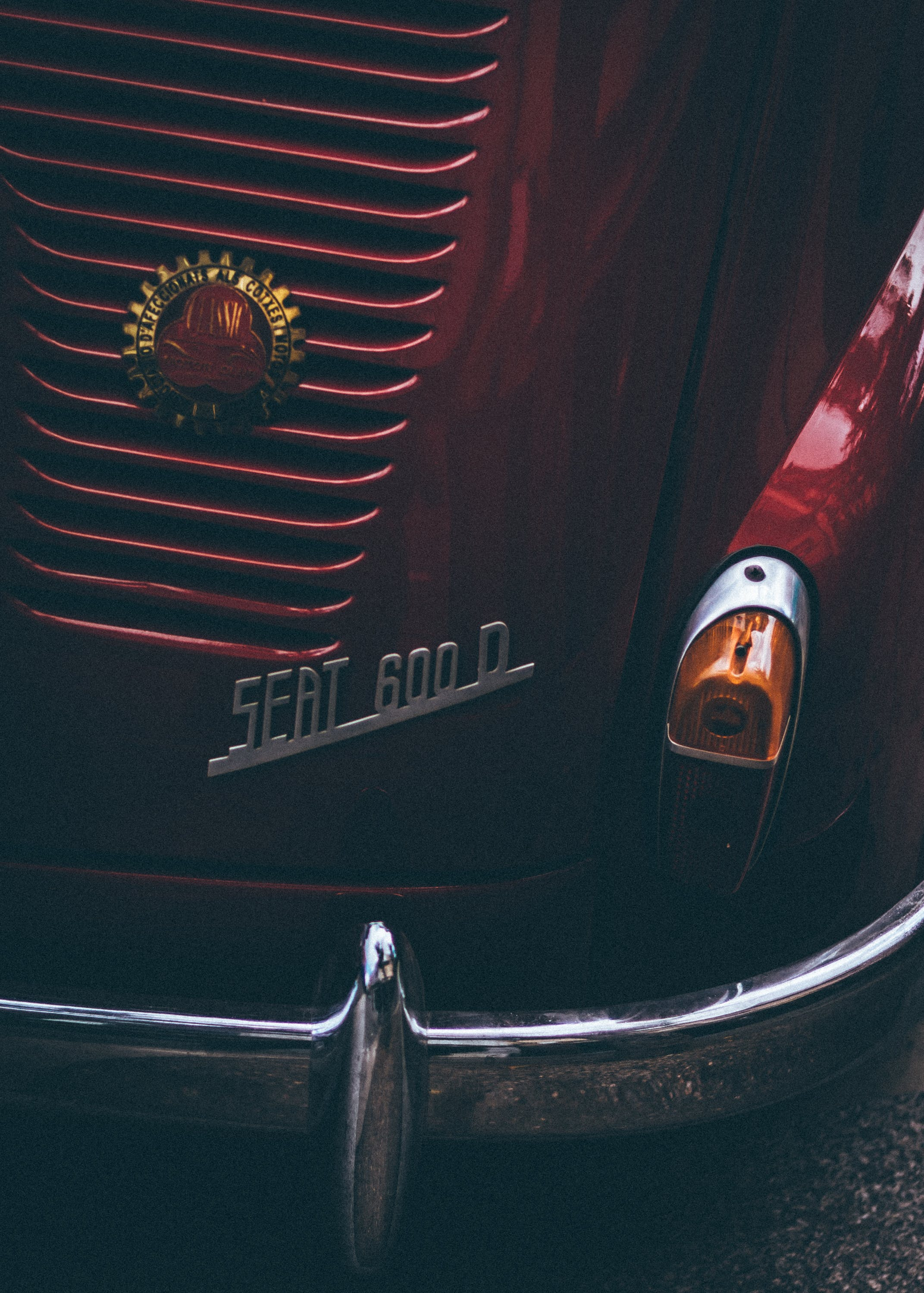 Close-up Photography of Seat 600 D