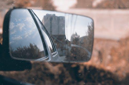 Бесплатное стоковое фото с автомобиль, боковое зеркало, дневной свет, зеркало
