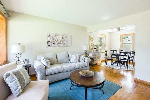 Darmowe zdjęcie z galerii z apartament, architektura, meble, mieszkanie