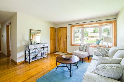 Kostenloses Stock Foto zu architektur, couch, drinnen, eingang