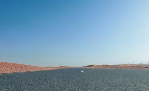 Foto stok gratis gersang, gurun pasir, jalan, kosong