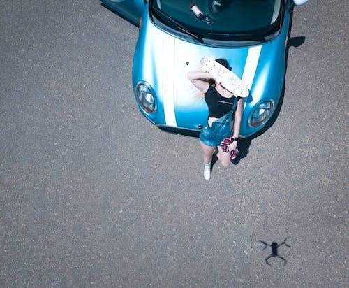 Základová fotografie zdarma na téma auto, dopravní systém, osoba, slunečný