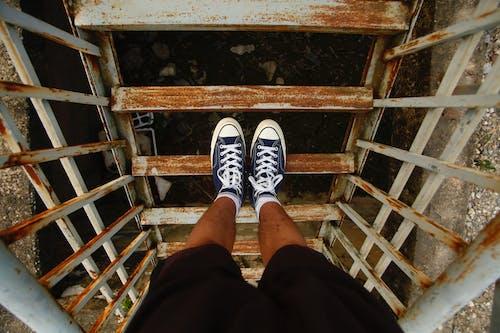 Ingyenes stockfotó dorkó, felülnézet, gumicipő, lábviselet témában