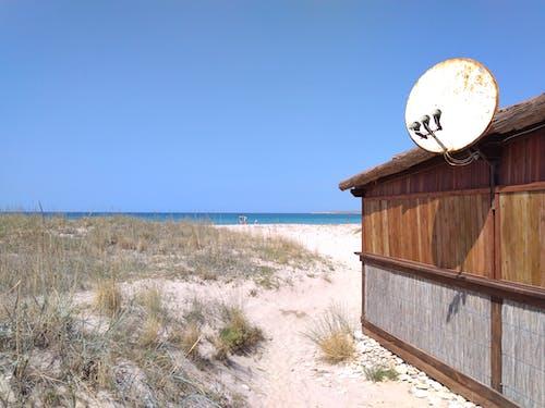 Ilmainen kuvapankkikuva tunnisteilla hiekkaranta, mökki, mustameri