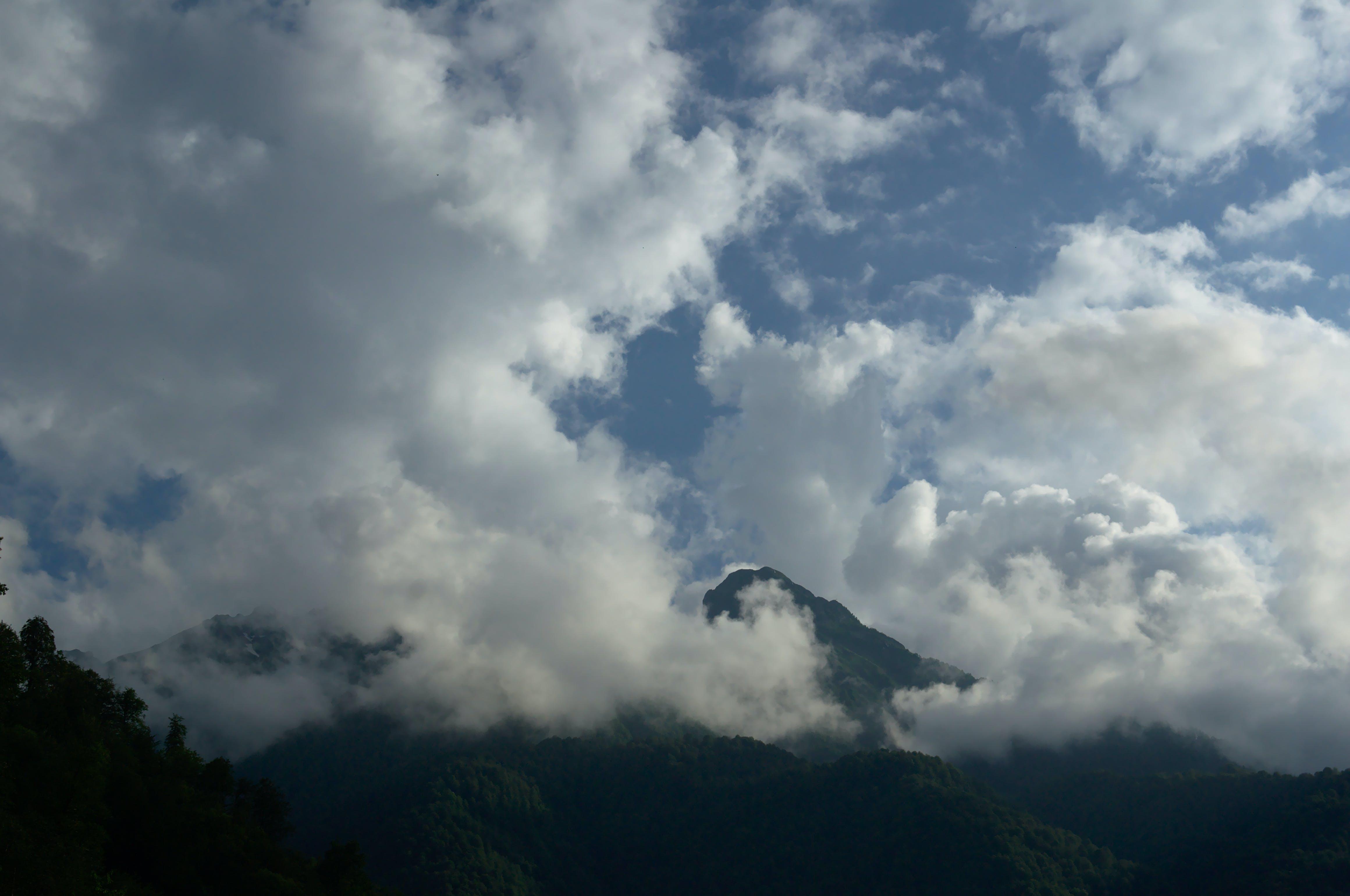 Foto stok gratis langit mendung, pegunungan