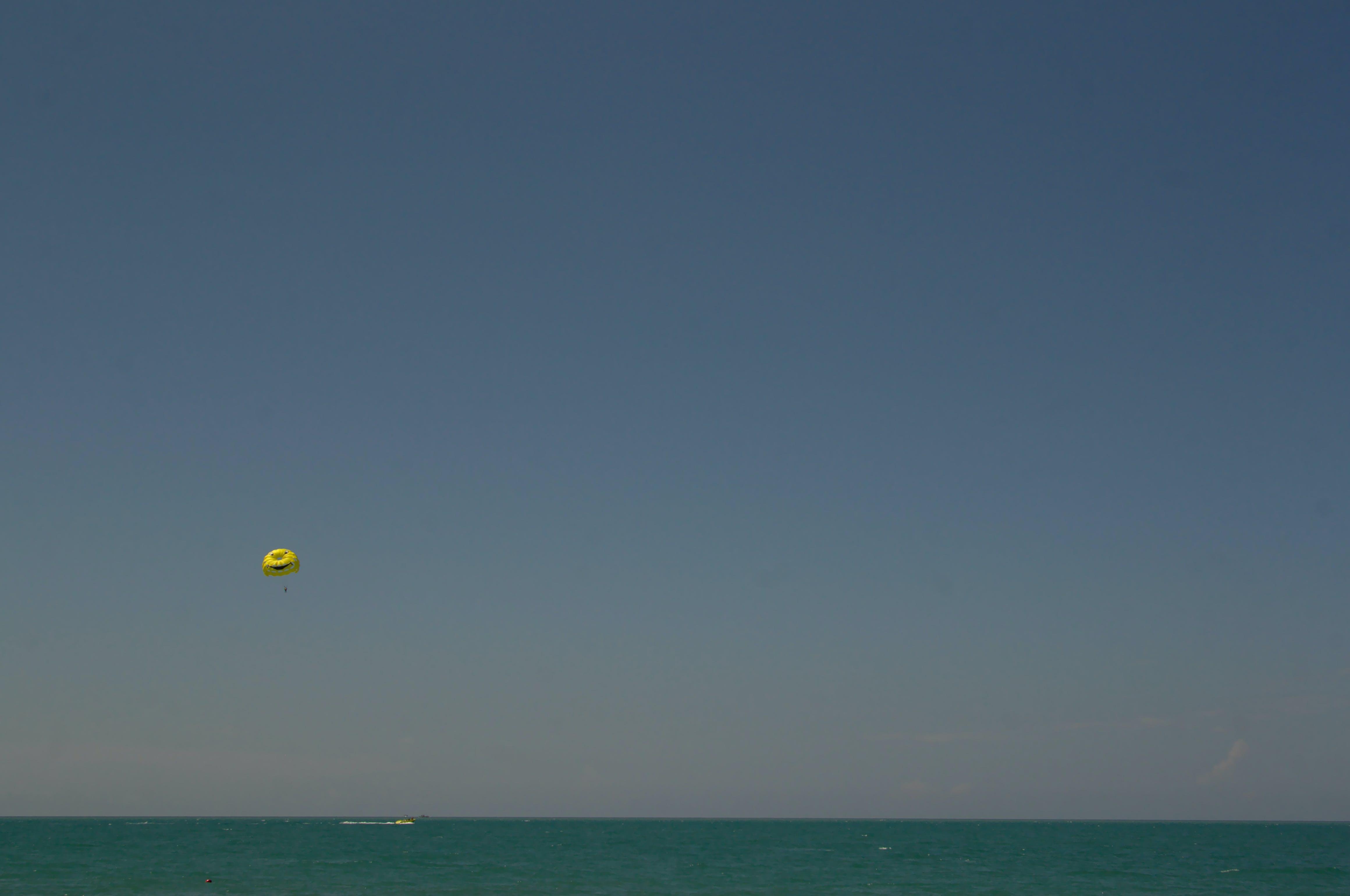 Foto stok gratis laut Hitam, parasut