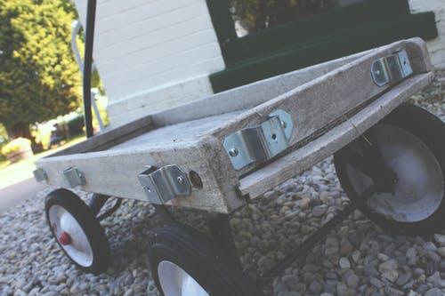 Beige Holz Pull Kart