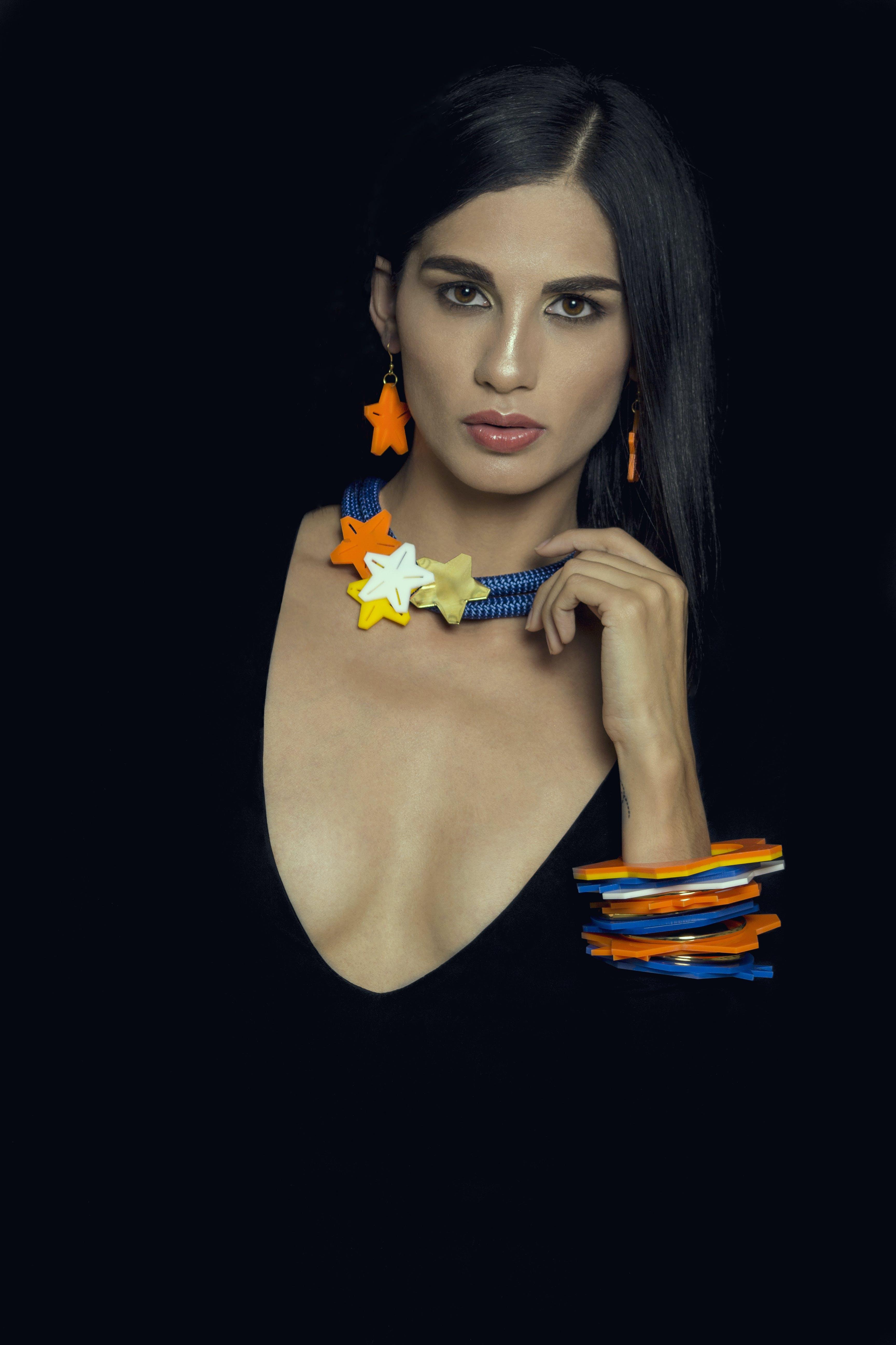 Kostenloses Stock Foto zu armbänder, attraktiv, augen, bunt
