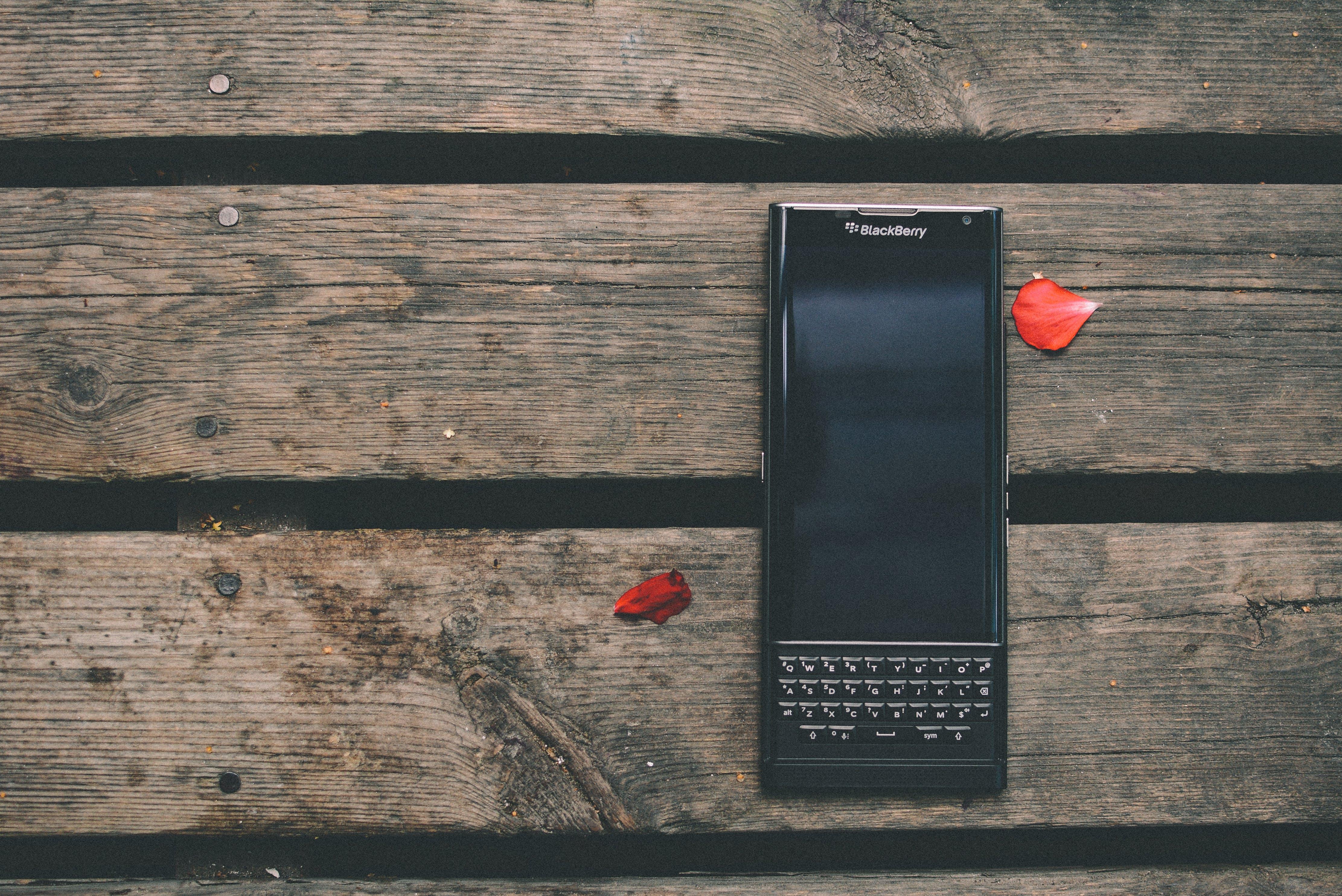 Black Blackbery Qwerty Phone