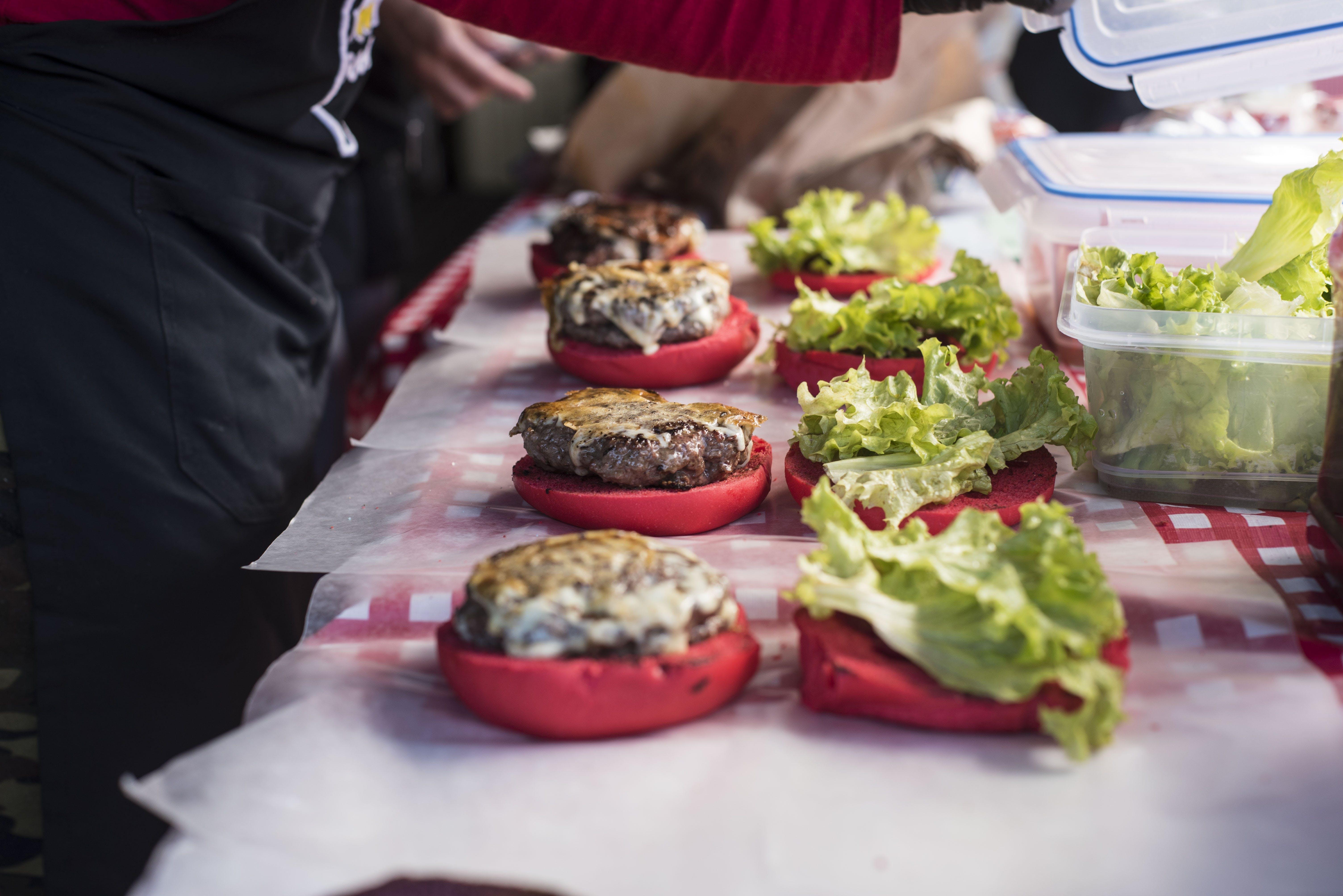 Fotobanka sbezplatnými fotkami na tému burger, červená, chutný, detailný záber
