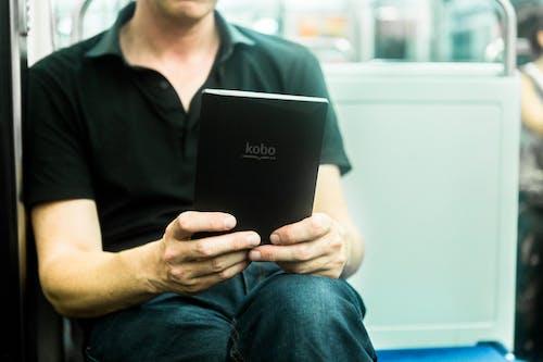 Darmowe zdjęcie z galerii z czytać, czytanie, ebook, elektronika