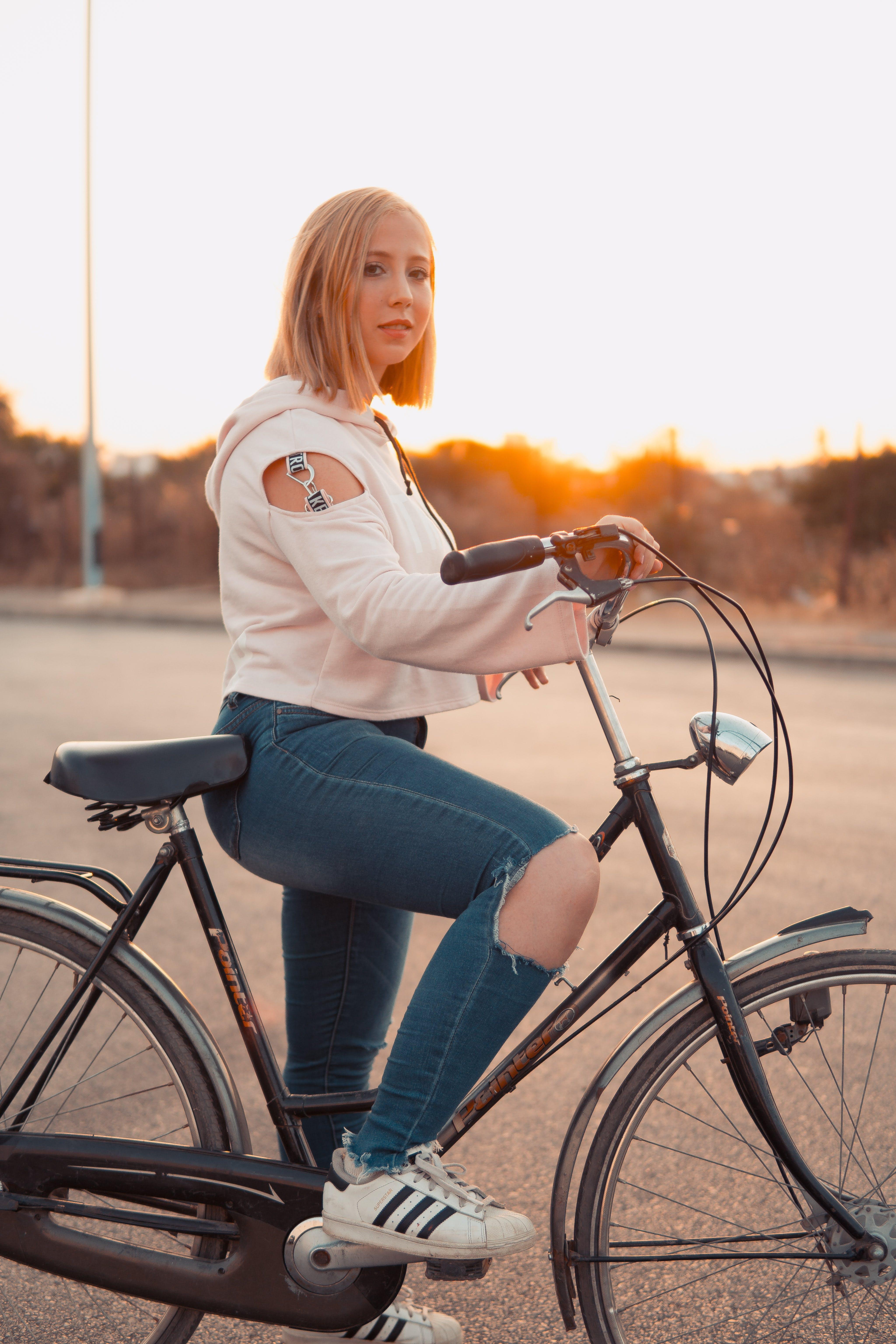 Gratis lagerfoto af aktiv, blond hår, cykel, cyklist