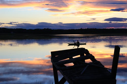 Gratis arkivbilde med brygge, himmel, kano, landskap