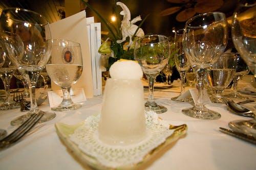 Gratis lagerfoto af elegant bordindstilling, vinglas