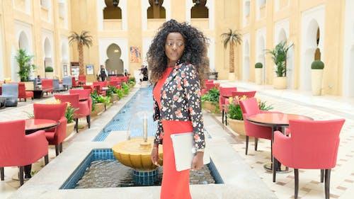 Immagine gratuita di alla moda, donna, donna nera, hotel