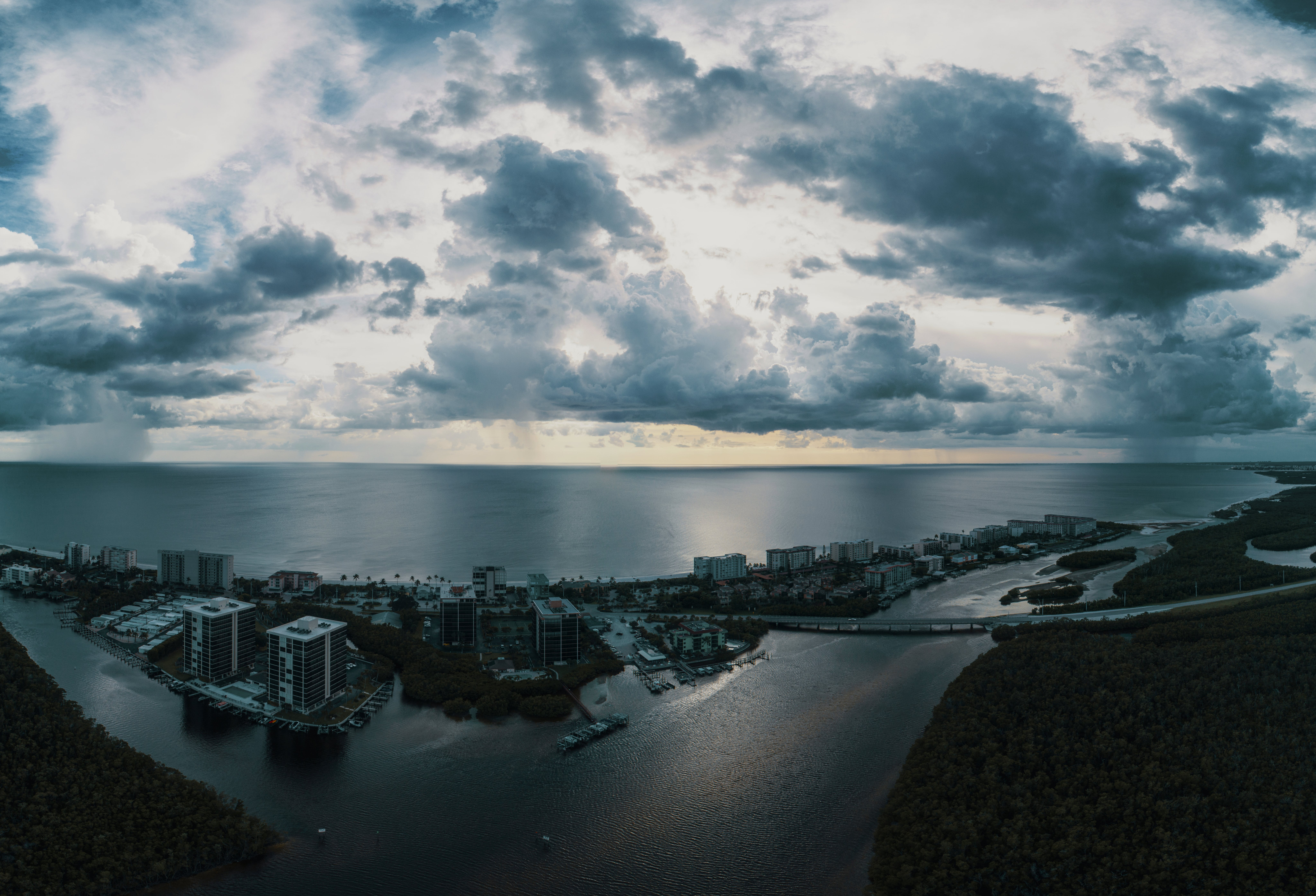 Ingyenes stockfotó ég, épületek, felhők, felhős témában