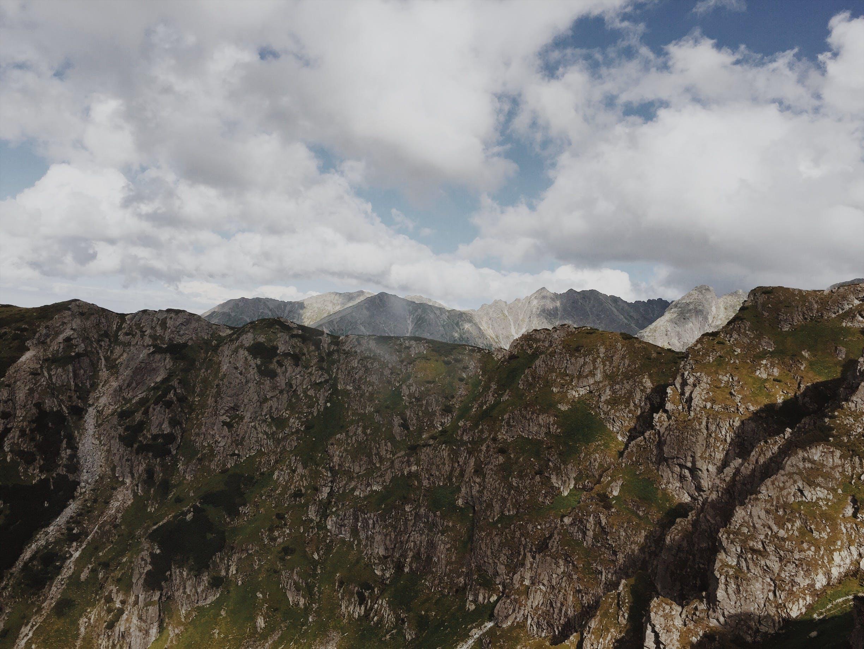Immagine gratuita di ambiente, cielo, montagne, montagne rocciose