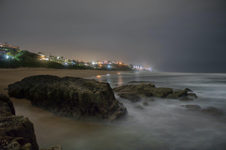 Základová fotografie zdarma na téma dlouhá expozice, hluboký oceán, noční světla, oceánské pobřeží