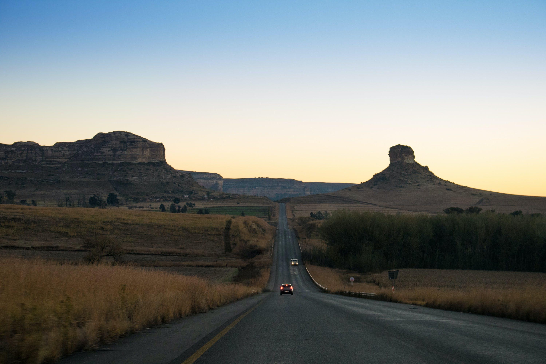 Základová fotografie zdarma na téma krajnice, prašná cesta, savana, špinavá cesta