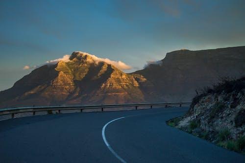 Základová fotografie zdarma na téma asfalt, denní světlo, hory, kameny
