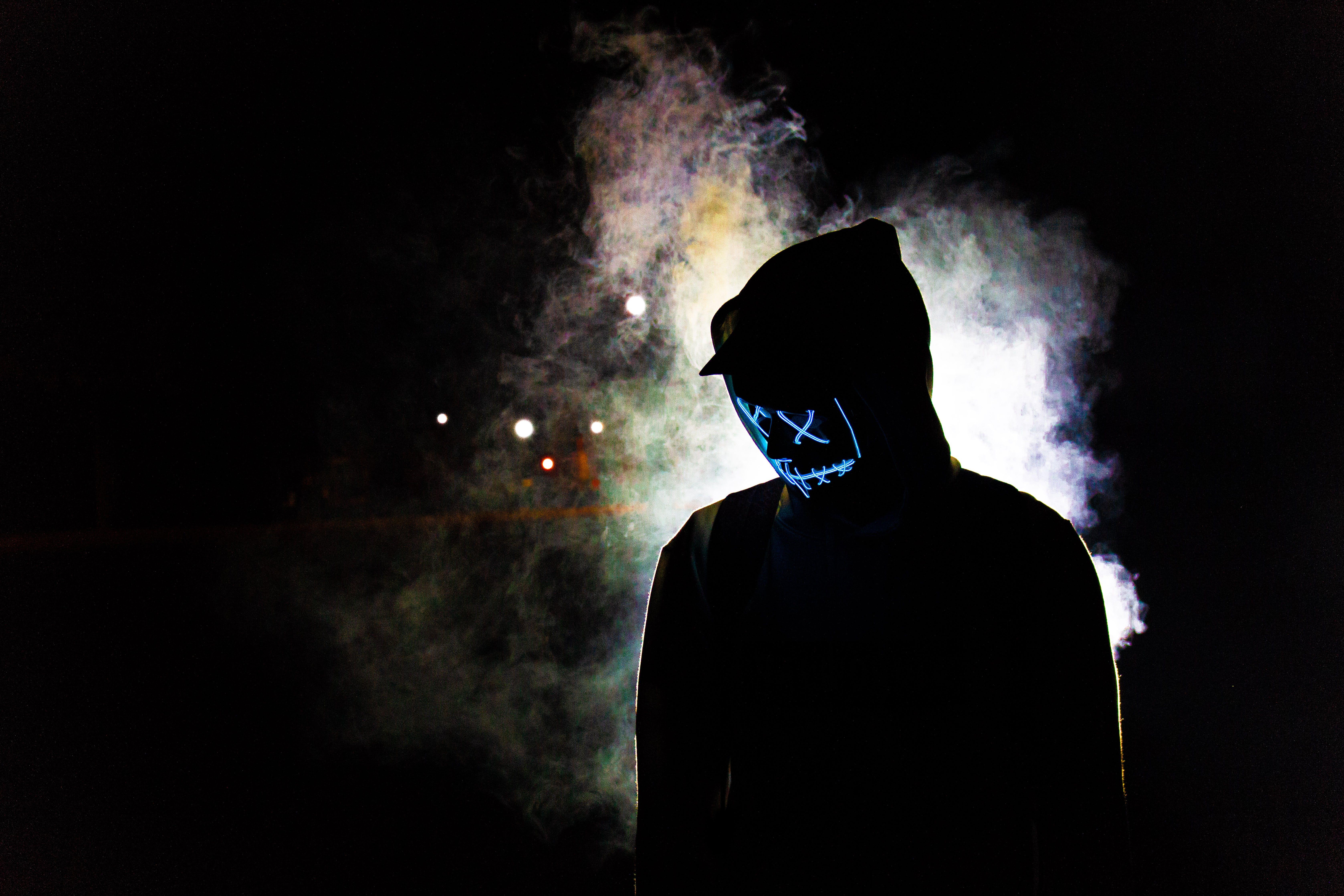 Бесплатное стоковое фото с дымчатый, кепка, маска, мужчина