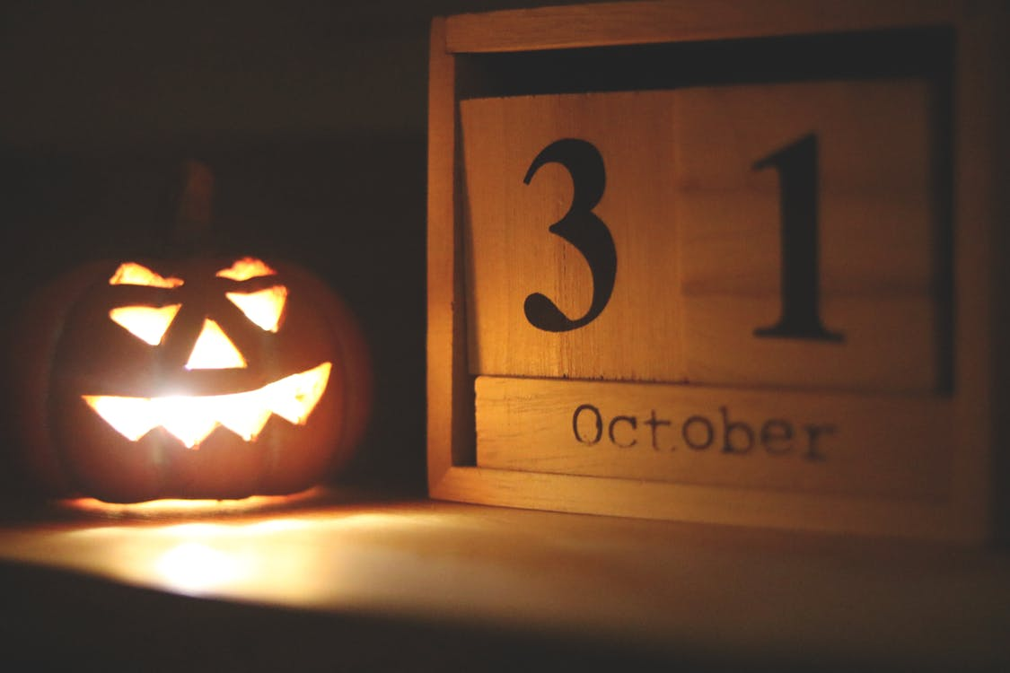 Halloween-themed Jack-o-lantern Lamp Near October 31 Calendar