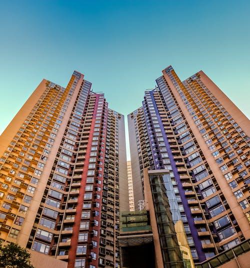 Gratis arkivbilde med arkitektonisk design, arkitektur, blå himmel, bygninger
