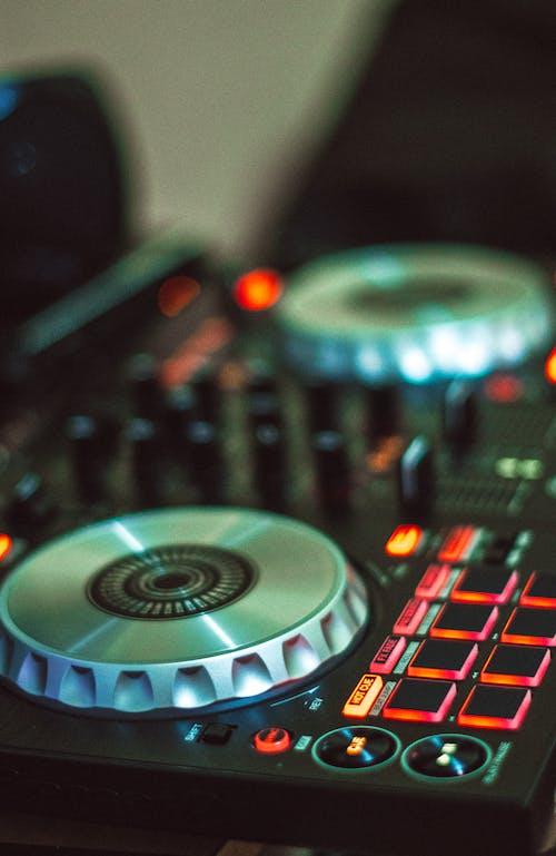 Foto profissional grátis de amplificador, aparelhos, botão, botões
