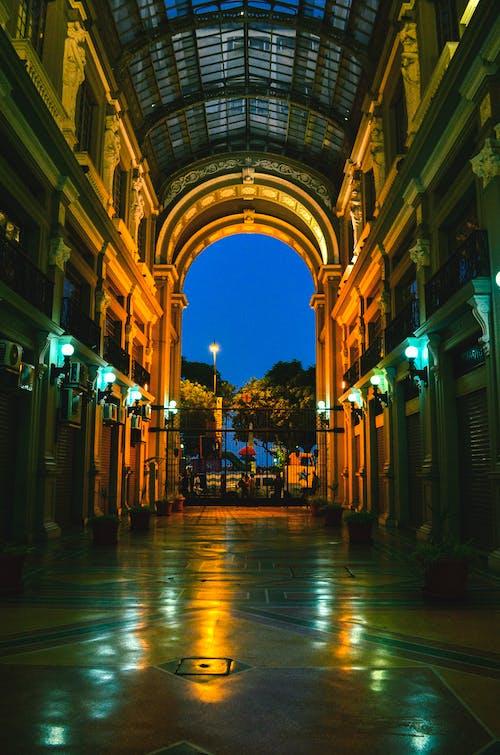 Ingyenes stockfotó belváros, építészet, épület, este témában