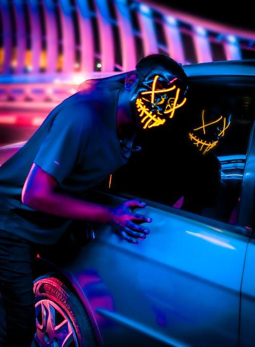 Ilmainen kuvapankkikuva tunnisteilla auto, heijastus, käsi, katukuvaus