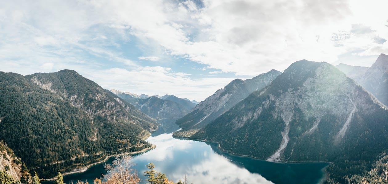 вода, голубое небо, гора