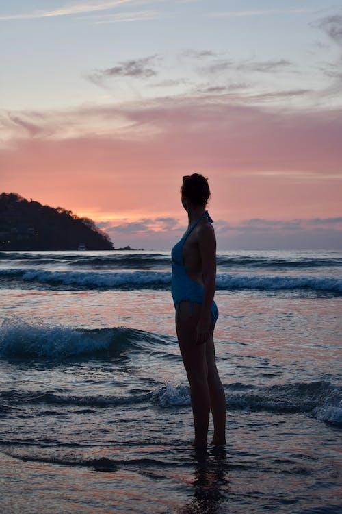 água, beira-mar, de pé
